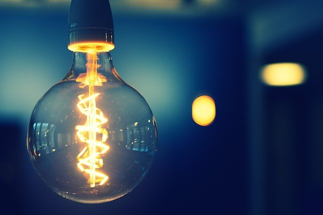 lâmpada fraca acesa
